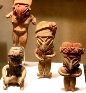 Bei diesen Skulpturen ist es kein Wunder, dass manche Menschen die alten Völker für Außerirdische halten.